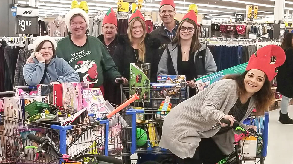 World Wide Stereo Delivers Truck of Toys for 92.5 XTU's Annual Toy Drive